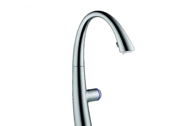KWC Zoe Touch Light Pro/FRANKE. Podświetlenie strumienia wody Luminaqua LED   sterowanie elektroniczne.   Cena: 9499 zł (stal), www.franke.pl