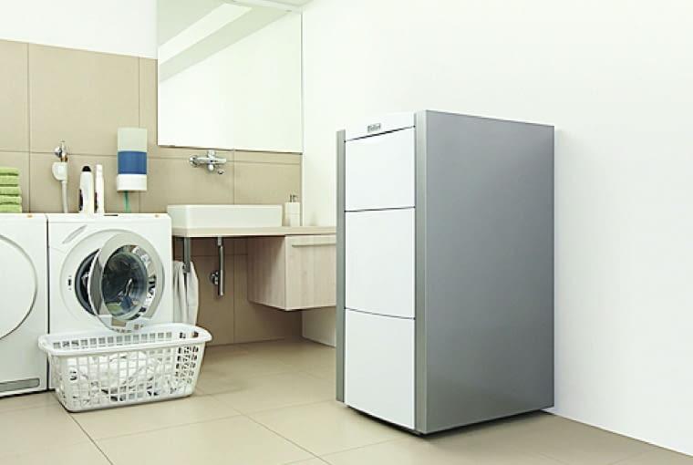 Kocioł kondensacyjny o większych rozmiarach nie musi stać w oddzielnym pomieszczeniu technicznym. Może on być 'sublokatorem' na przykład w prali lub warsztacie majsterkowicza