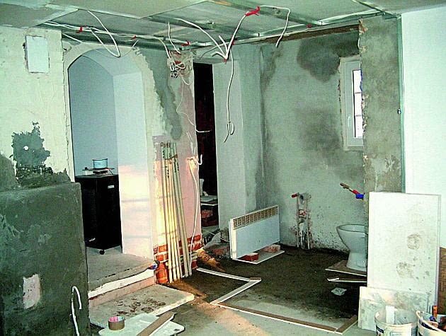 remont starego domu, podłoga