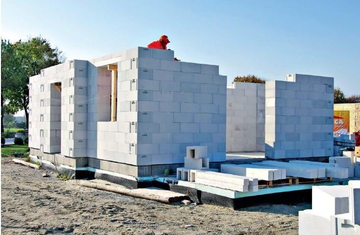 Ściany jednowarstwowe, zbudowane z ciepłych bloczków z betonu komórkowego