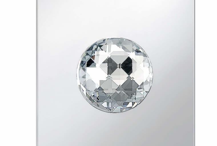 Włącznik TS Crystal Ball Berker. Jego sercem jest kryształ Swarovskiego. Delikatne dotknięcie i włączamy światło.