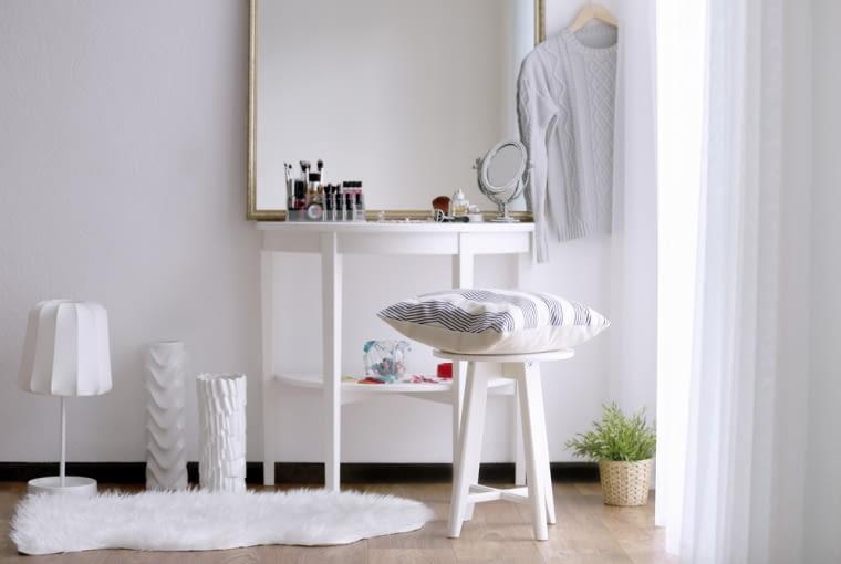 Na rynku dostępne są zarówno minimalistyczne jak i bogate toaletki, eleganckie jak i awangardowe.