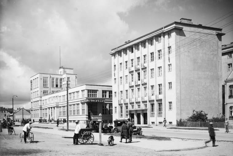 Budynki Banku Gospodarstwa Krajowego i urzędu pocztowego w Gdyni