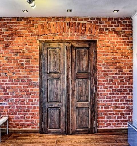 wnętrza domu,drewniane drzwi