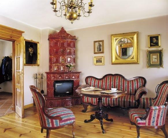 Piece w każdym pomieszczeniu są głównym źródłem ciepła dla domu, a zarazem w znacznym stopniu nadają też wnętrzom specyficzny, niedzisiejszy charakter