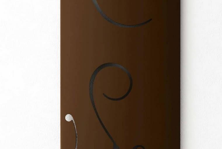 Extró Deco Ridea/KALMAR | Wymiary: 120 x 50, 150 x 50 i 180 x 150, w wersjach pionowych i poziomych | z wyciętymi na przestrzał zdobieniami inspirowanymi wzorami damasceńskimi; | dostępne wersje zasilane z instalacji c.o., elektryczne i mieszane. Cena: od 7200 zł, www.kalmar.waw.pl