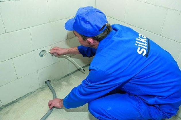 W ścianach ze specjalnie drążonych bloczków silikatowych nie ma potrzeby wykonywania bruzd na przewody instalacyjne