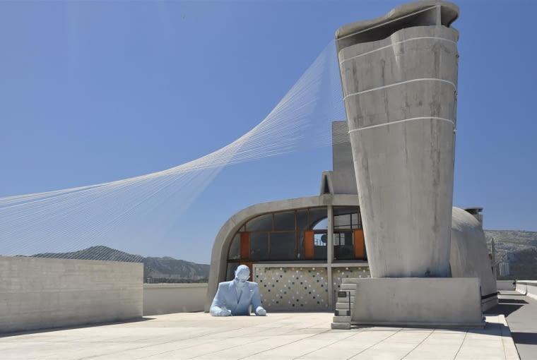 Jednostka Marsylska, proj. Le Corbusier - popiersie Le Corbusiera, gimnazjum i północny komin wentylacyjny