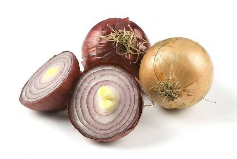 Syrop z cebuli, pokrojonej drobno i zasypanej cukrem leczy kaszel. Trzeba go jednak dość szybko zużyć, bo traci świeżość.