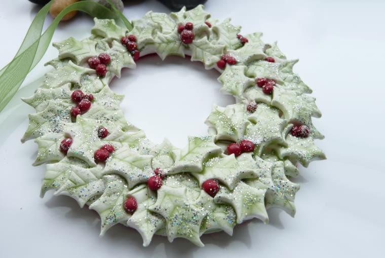 Wieniec z masy solnej, świąteczna dekorcaja na drzwi, ozodby świąteczne