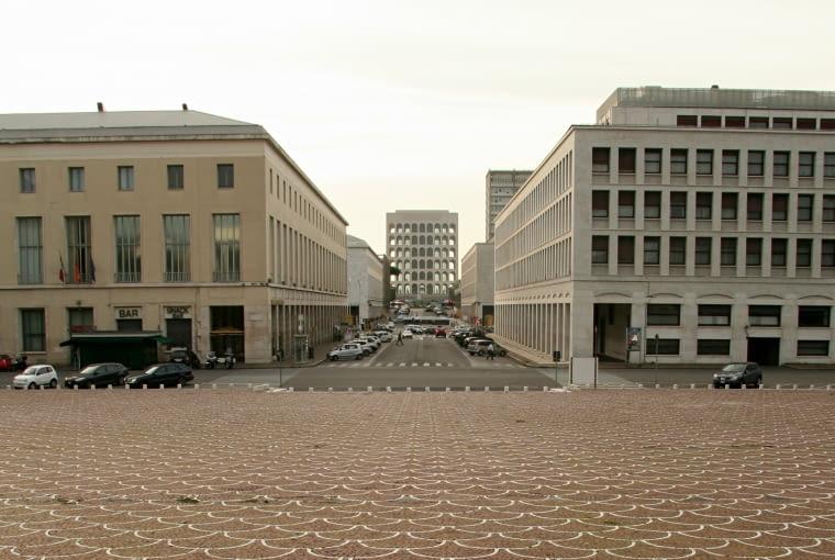 Eur, perspektywa Viale della Civilta' di Lavoro, jednej z głównych osi dzielnicy