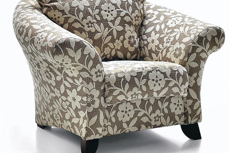 <B>Wybierając meble do salonu, szukamy na ogół kompletu wypoczynkowego - kanapy i foteli z jednej serii wzorniczej. Tymczasem ciekawy efekt osiągniemy, dobierając do zestawu inny fotel, nawet wyraźnie różniący się kształtem. Znajdźmy ten najwygodniejszy!</B> <BR > FOTEL Boston, obity tkaniną lub skórą, 112 x 94 cm, wys. 94 cm, od 1376 zł (tkanina), od 2925 zł (skóra), Aris