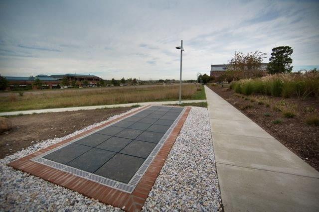 Chodnik z paneli fotowoltaicznych opracowany przez naukowców z The George Washington University, http://gwtoday.gwu.edu