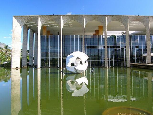 Siedziba Ministerstwa Spraw Zagranicznych Brazylii - Pałac Itamaraty w Brasilii, proj Oscar Niemeyer