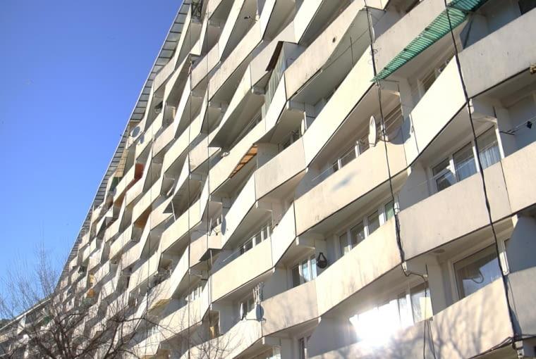 Falowiec Przy Piastowskiej 90 - widok na balkony (obecnie)