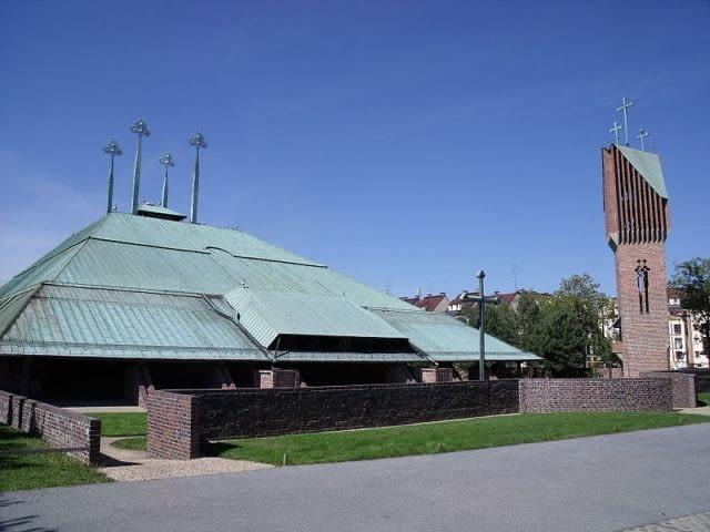 Kościół pw. Ducha Świętego w Tychach (ul. Myśliwska), foto: Wikipedia.org