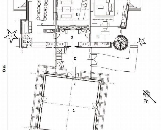 Rzut parteru. Część główna: 1.'kostka' (czarny salon): 102,6 m2; 2. łącznik: 28,4 m2; 3. hol: 20,4 m2; 4. wc: 1,9 m2; 5. jadalnia: 29,2 m2; 6. salon z biblioteką: 39,5 m2. Część córki z rodziną: 7. pokój dzienny: 41,3 m2; 8. kuchnia z jadalnią: 14,9 m2; 9. schody: 4,9 m2