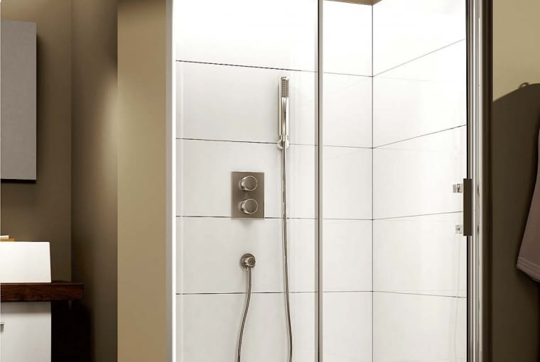 SupraPro/AQUAFORM | Drzwi przesuwne | wymiary: 100 × 190 i 120 × 190 cm; przejrzyste szkło bezpieczne z powłoką DP Active. Cena: od 1420 zł, www.aquaform.com.pl