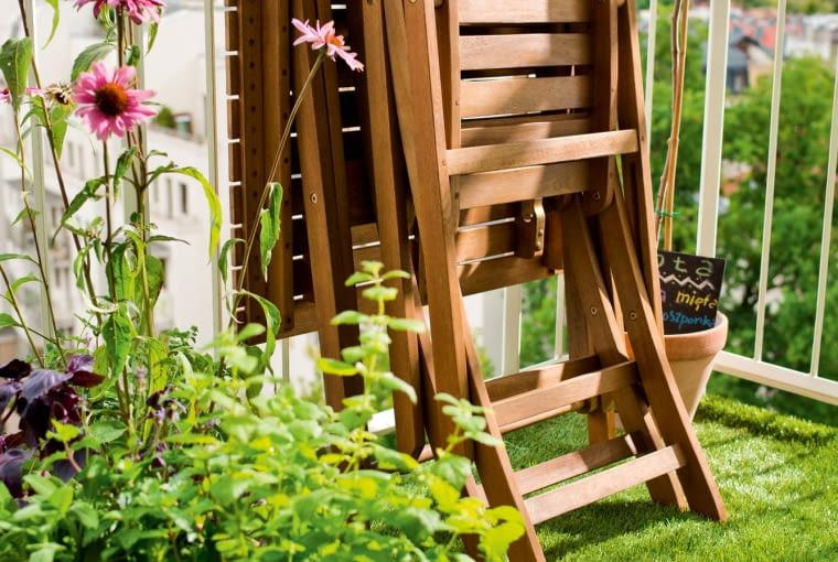Zestaw Worchester zawiera: stolik (dł. 70 x 74 cm) i dwa krzesła. Castorama, 236 zł/zestaw.