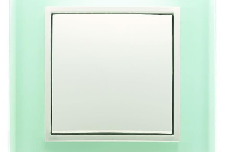WYŻSZA CENA B.7/BERKER; łącznik jednobiegunowy, klawisz: tworzywo białe, ramka ze białego szkła Cena: ok. 136 zł