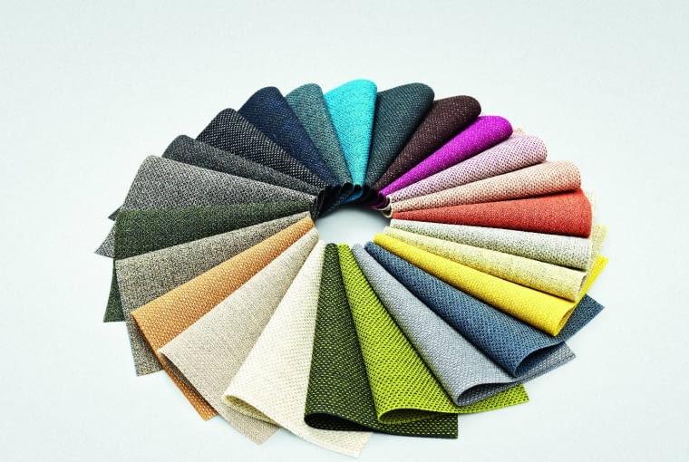 Tkaniny tapicerskie Kvadrat są światowym liderem, uda się zamówić każdy kolor, a nawet historyczne wzory Arne Jacobsena, czy Ray i Charlesa Eamesów. www.kvadrat.dk