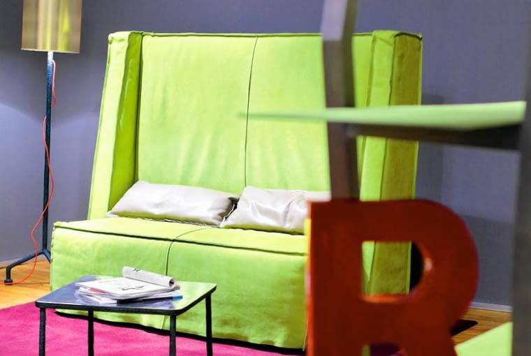 W dzisiejszych czasach mocne kolory we wnętrzach nikogo nie dziwią. Wtedy to była prawdziwa dekoratorska rewolucja.