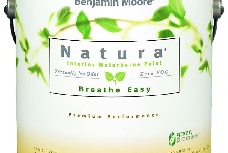 Natura 513/BENJAMIN MOORE| Rodzaj: antyalergiczna farba akrylowa bez zawartości lotnych związków organicznych, zmywalna | stopień połysku: półmatowa | kolory: biel i pełna gama w systemie GENNEX Platform. | wydajność: ok. 12 m2/l | opakowania: 0,95 l; 3,78 l. Cena: od 132 zł/1 l, www.benjaminmoore.pl