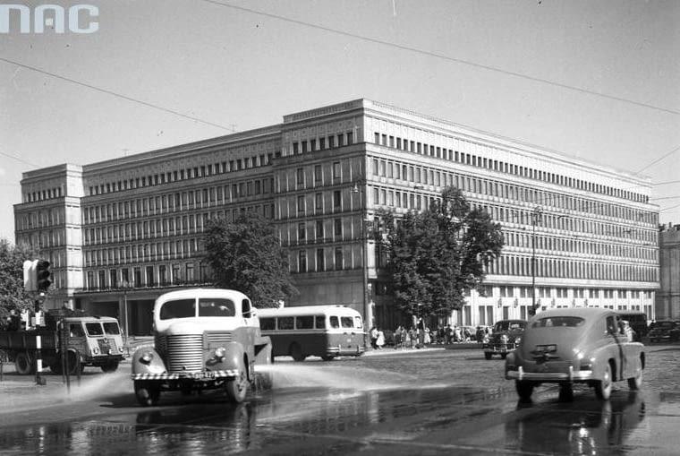 Dom Partii, Nowy Świat 6/12, proj. W. Kłyszewski, J. Mokrzyński, E. Wierzbicki (tzw. Tygrysy), 1948-1951