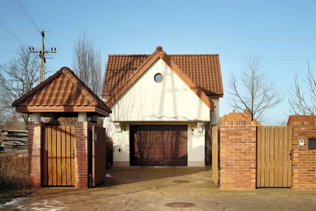 Widok na dom od strony ulicy