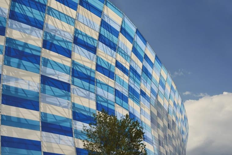 Estadio Cuauhtémoc, Puebla - Meksyk (III nagroda w głosowaniu internautów, VI nagroda w głosowaniu jury) - W wyniku zmian zaprojektowanych przez architektów z Dünn Lightweight Architecture stadion zyskał zewnętrzną elewację - to chyba najbardziej kolorowy ze wszystkich nagrodzonych projektów.