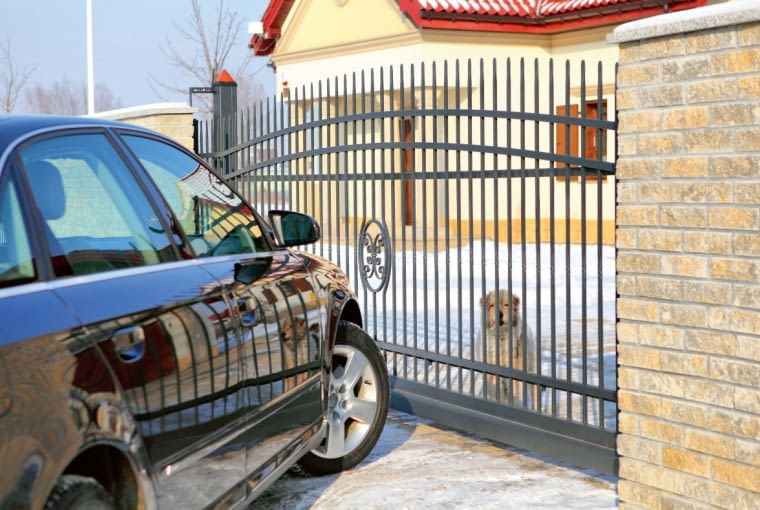 Jeśli chcemy, by brama niezawodnie działała podczas zimy, jesienią trzeba o nią zadbać