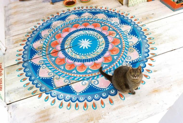 ,Mandala pattern on the floor, step available