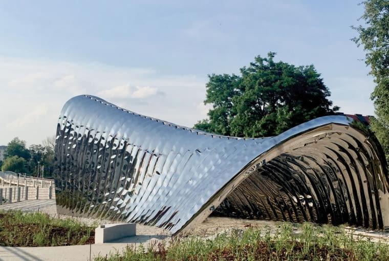 Nawa - rzeźba na Wyspie Daliowej we Wrocławiu, projekt: Oskar Zięta