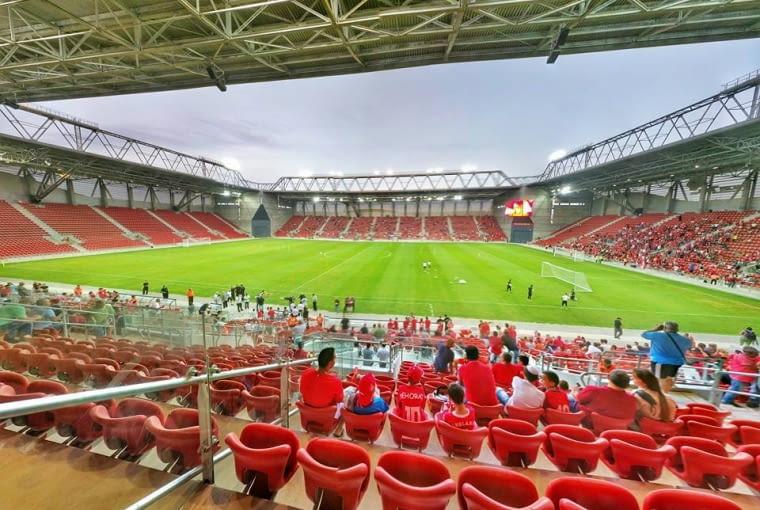Toto Jacob Turner Stadium, Be'er Shewa - Izrael (IV nagroda w głosowaniu internautów) - Stadion zaprojektowała pracownia GAB Architects. Jest to drugi w Izraelu stadion, który posiada cztery w pełni zadaszone trybuny.