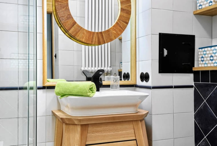 aranżacja łazienki, mała łazienka z prysznicem