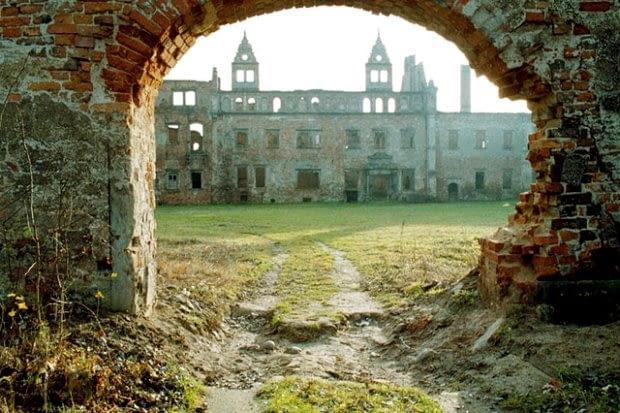 Jedną z ruin, która aż prosi się o odbudowę, jest zniszczony podczas II wojny światowej Zamek Siedlisko na pograniczu Ziemi Lubuskiej i Dolnego Śląska.