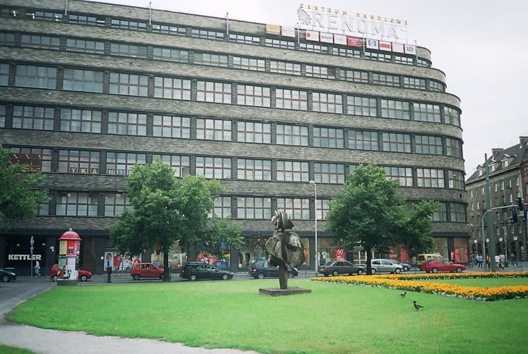 Dom handlowy Renoma przed rewitalizacją, projekt Hermann Dernburg, rok budowy: 1930, wrocławski modernizm