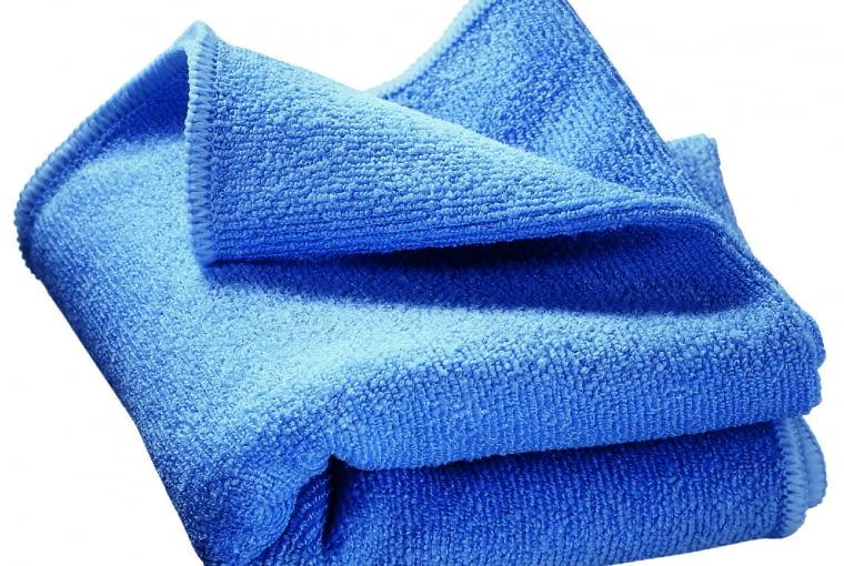 Ściereczka/BLANCO/ COMITOR. Ułatwia czyszczenie armatury. Wykonana z mikrofibry, miękka, przyjemna w dotyku, odpowiednia do wszystkich powierzchni, do codziennego stosowania. Cena: 39 zł, www.comitor.pl