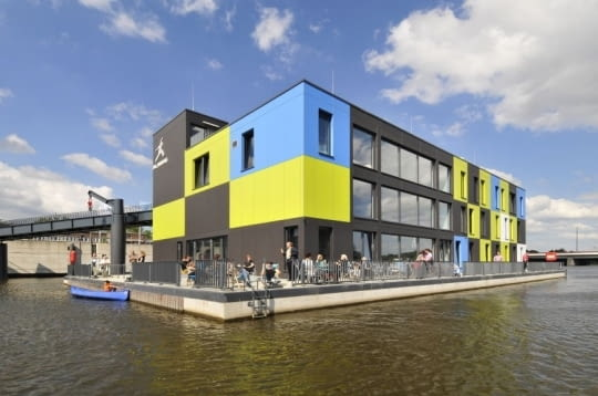 IBA Dock Hamburg - Architektura z kontenerów