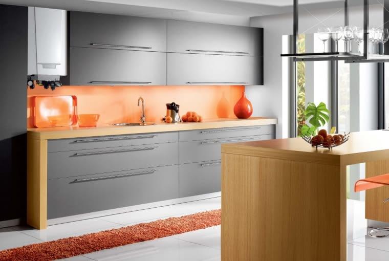 Większość dostępnych na rynku dwufunkcyjnych kotłów kondensacyjnych ma gabaryty dostosowane do wielkości szafek kuchennych