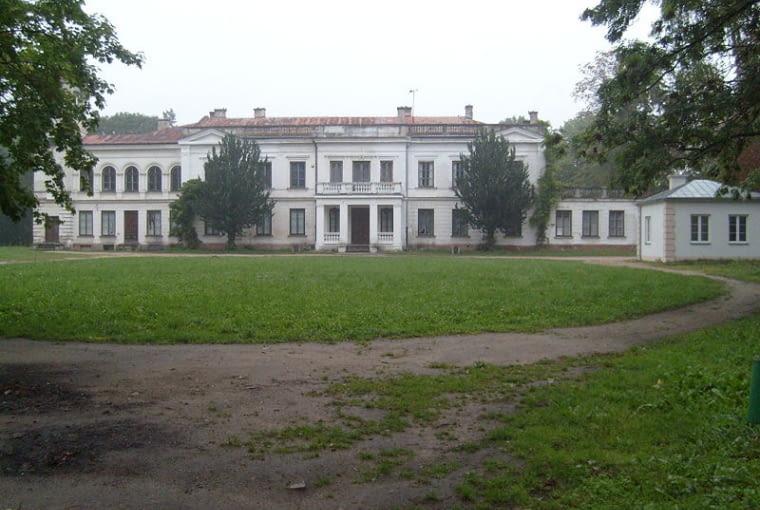 Pałac w Sannikach przed remontem