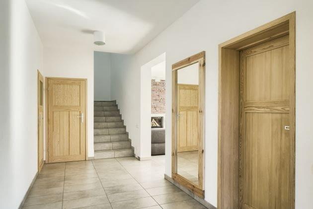 hol, schody, drzwi wewnętrzne, przedpokój