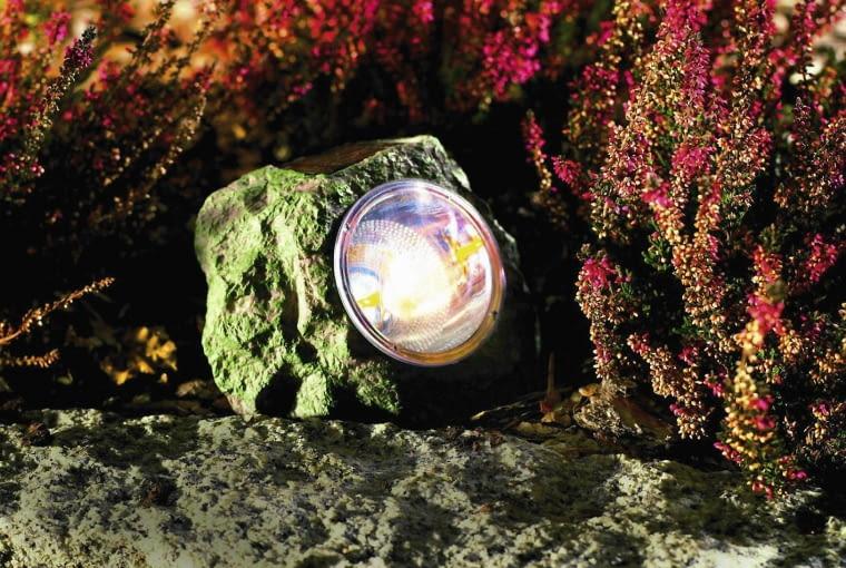 Dekoracyjna lampka w kształcie kamienia, ok. 9 zł, Praktiker.