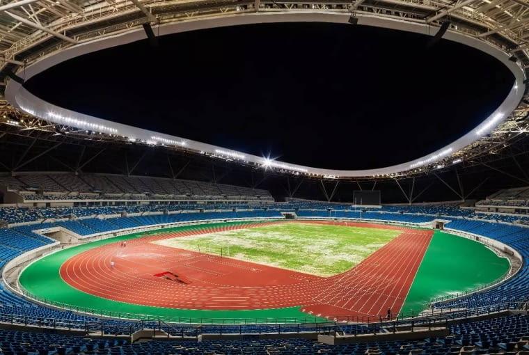 Zhanjiang Olympic Center Stadium, Zhanjiang - Chiny (X nagroda w głosowaniu internautów, III miejsce w głosowaniu jury) - Architekci zaproponowali stadion, który z oddali ma przywodzić na myśl muszle wyrzucone na nabrzeże, z perspektywy przechodnia zaś tworzyć dynamiczną i kolorową wstęgę tworzoną przez multimedialne fasady poszczególnych budynków.