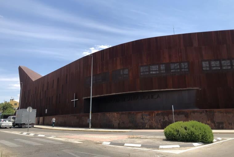 Nowoczesny kościół w Rivas-Vaciamadrid pod Madrytem. Proj. Vicens + Ramos.