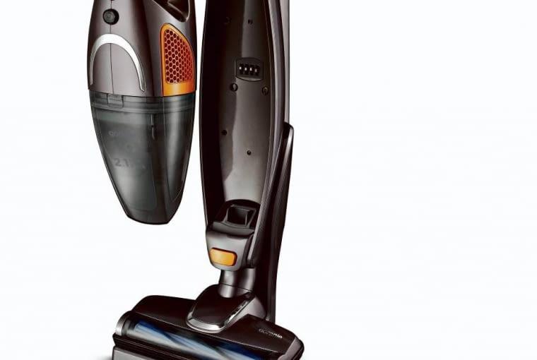Część z pojemnikiem na kurz można odłączyć od obudowy i używać jako odkurzacza ręcznego. <BR /> ODKURZACZE. VCK 144S, wyposażenie: turboszczotka, pojemnik na kurz 0,5 l, filtr HEPA, czas pracy 20 min, waga 7 kg, cena 450 zł, prod. Gorenje