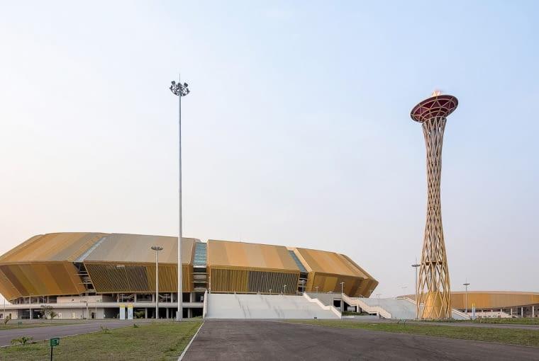Stade Municipal de Kintélé, Brazzaville - Kongo (IX nagroda w głosowaniu jury) - Stadion powstał na przedmieściach Brazzaville w celu organizacji Igrzysk Afrykańskich. Budowa kosztowała ok. 380 miliardów franków środkowoafrykańskich (2,4 mld zł)