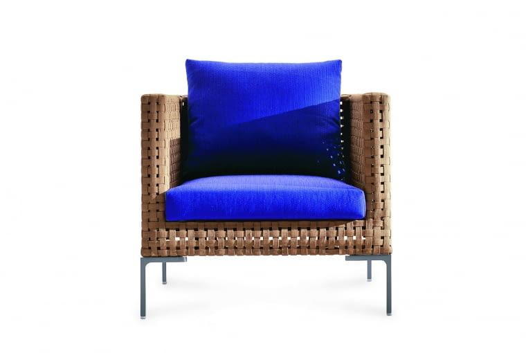 Charles - Fotel o klasycznej formie Zaprojektowany przez Antonio Citterio. Sztuczne tworzywo do złudzenia przypomina naturalny materiał. Wzór, B&B Italia