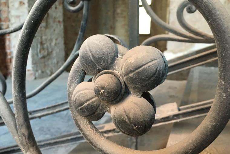 Prace prowadzone w kamienicy przy ul. Świętej Barbary 4 w Warszawie