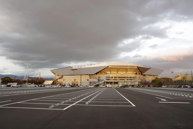 Suita City Stadium, Suita - Japonia (IX nagroda w głosowaniu internautów, X nagroda w głosowaniu jury) - Ze względu na brak środków publicznych stadion zaprojektowany przez Yasui Architecture & Engineers i Takenaka Corporation musiał zaczekać kilka lat na realizację. Z pomocą przyszli sponsorzy i... indywidualni darczyńcy, którzy swoim datkami wsparli budowę stadionu.